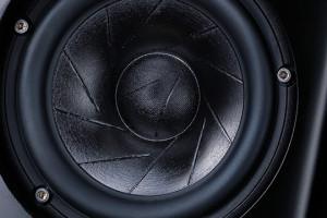 De hoezen voor de Series 5-luidsprekers sieren niet alleen je interieur, maar ze beschermen ook de drive units. Zonder enigverlies aan geluidskwaliteit, uiteraard.